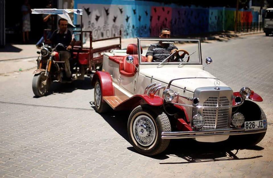 Photo of ميكانيكي من غزة يصنع لنفسه مرسيدس غزال طراز 1927