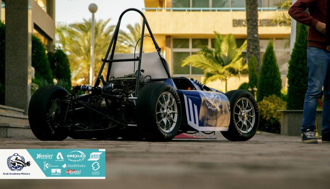 Photo of سيارة السباق العربية: حلم يتحقق بأفكار وسواعد شابة