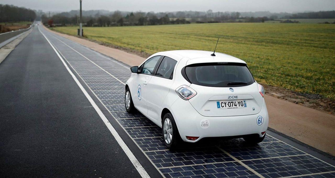 Photo of فرنسا تدشن أول طريق ينتج الطاقة الشمسية في العالم
