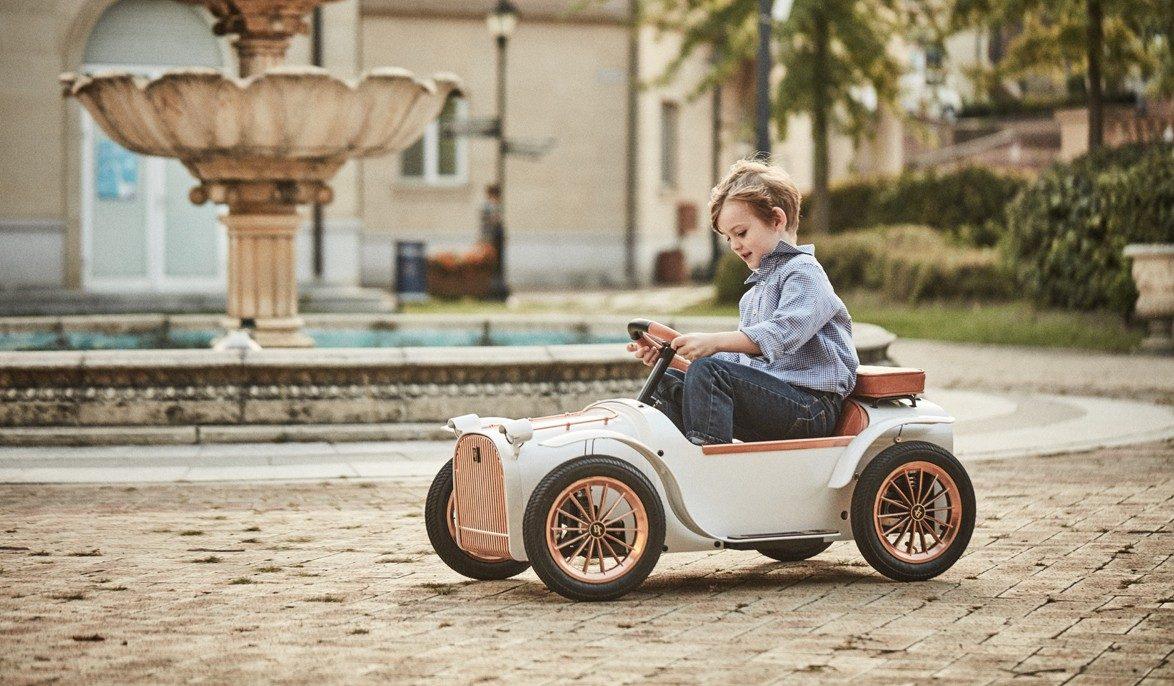 سيارة كهربائية للأطفال