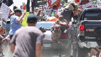 Photo of سائق دودج تشالنجر يقود متعمداً باتجاه متظاهرين في فيرجينيا