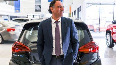 Photo of علي رضا يكسر الرقم القياسي كأفضل رجل مبيعات سيارات في العالم!