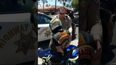 Photo of فيديو: شرطي يرتطم متعمدًا براكب درّاجة .. يا لحظِّه العاثر