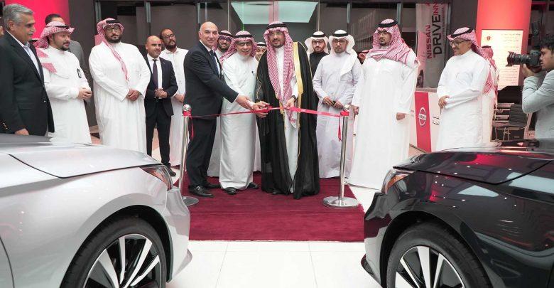 Photo of افتتاح أول صالة عرض نيسان في مكة المكرمة