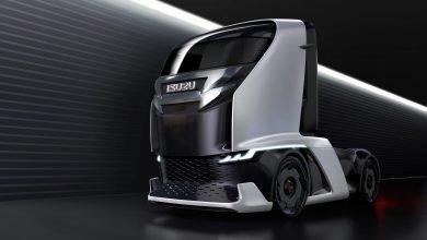صورة إيسوزو FL-IR تستطيع قيادة قافلةَ شاحناتٍ مُستقبلًا