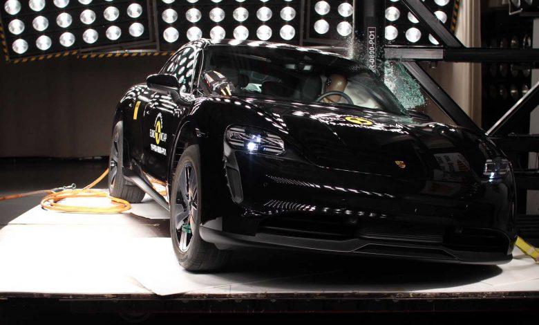 صورة اختبارات السلامة على 12 سيارة جديدة، منها بورشه تايكان